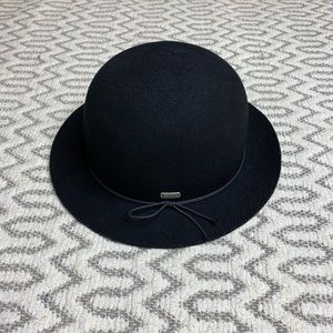 Chuck Black Bucket Hat 100% Wool size small/medium